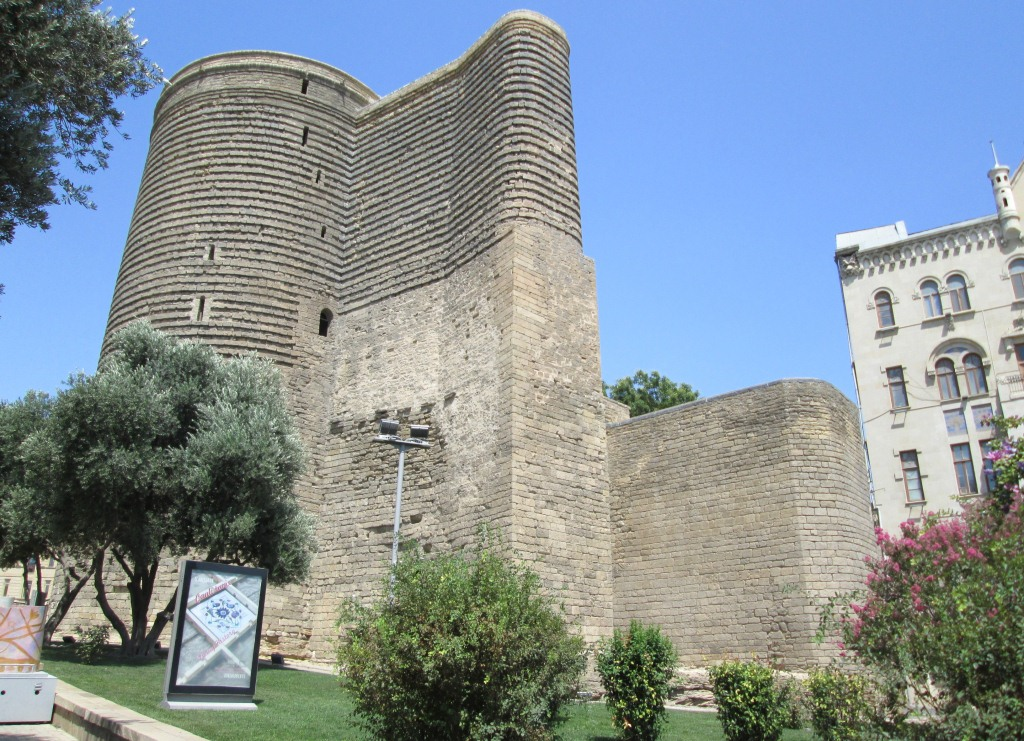 Момината кула е част от архитектурния комплекс на средновековния град