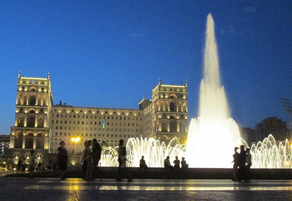 Централното правителствено здание е построено по съветско време