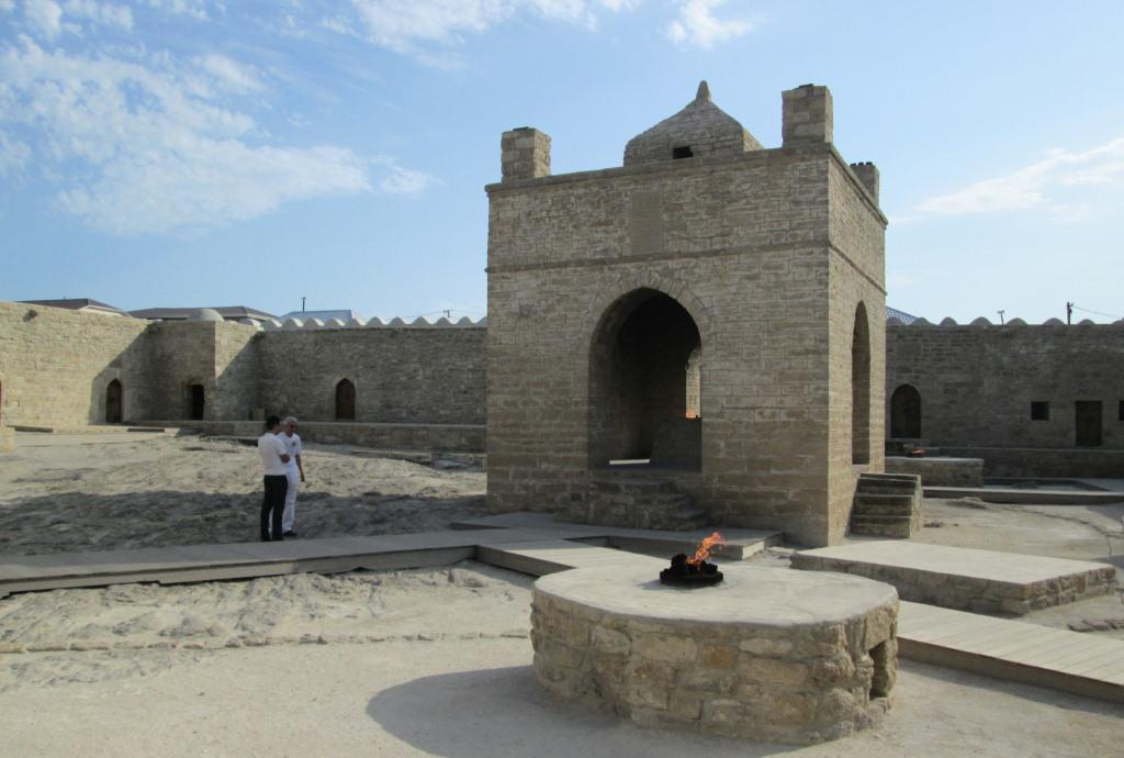 Домът на огъна Атежгях с горящите каменни олтари