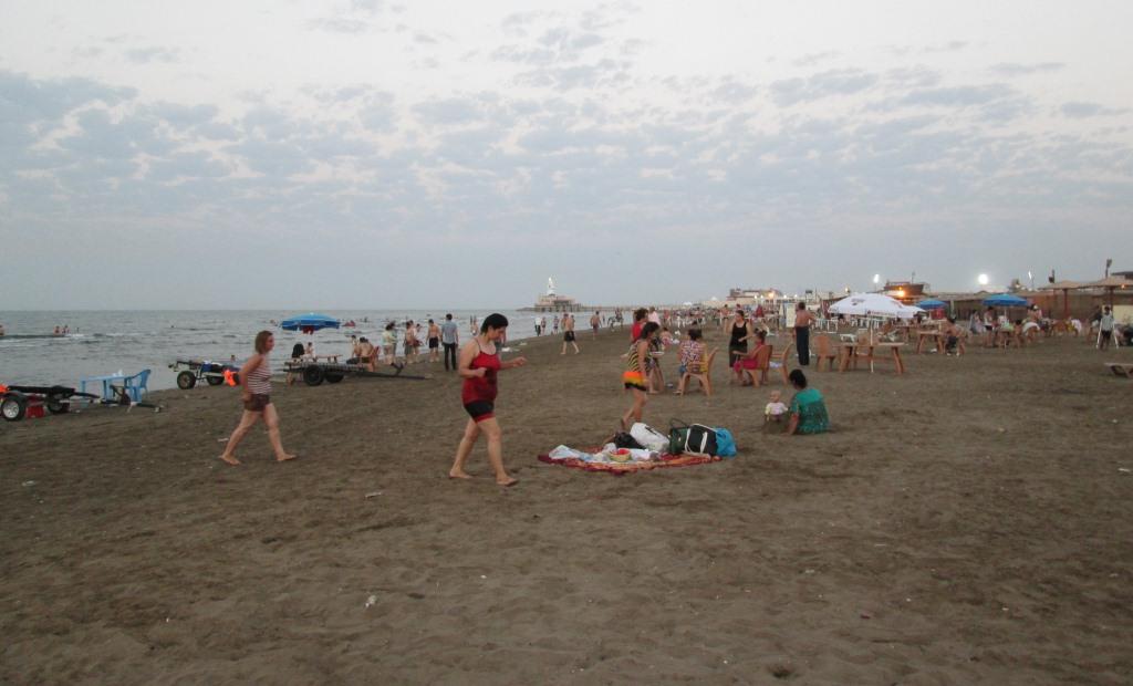 Един от плажовете на Мардаган, където на свечеряване се изкъпах в Каспийско море