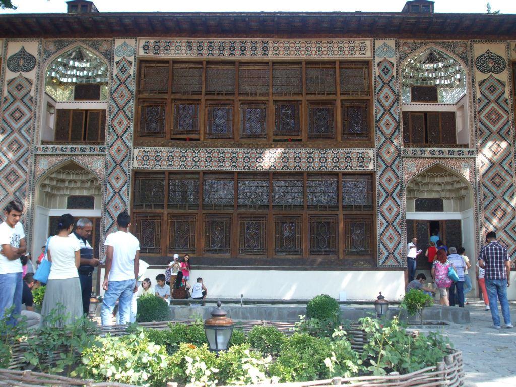 Дворецът на шекинските ханове