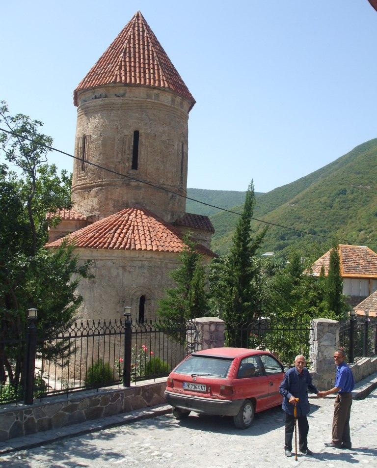Опелът на автора до Албанската черква в село Киш