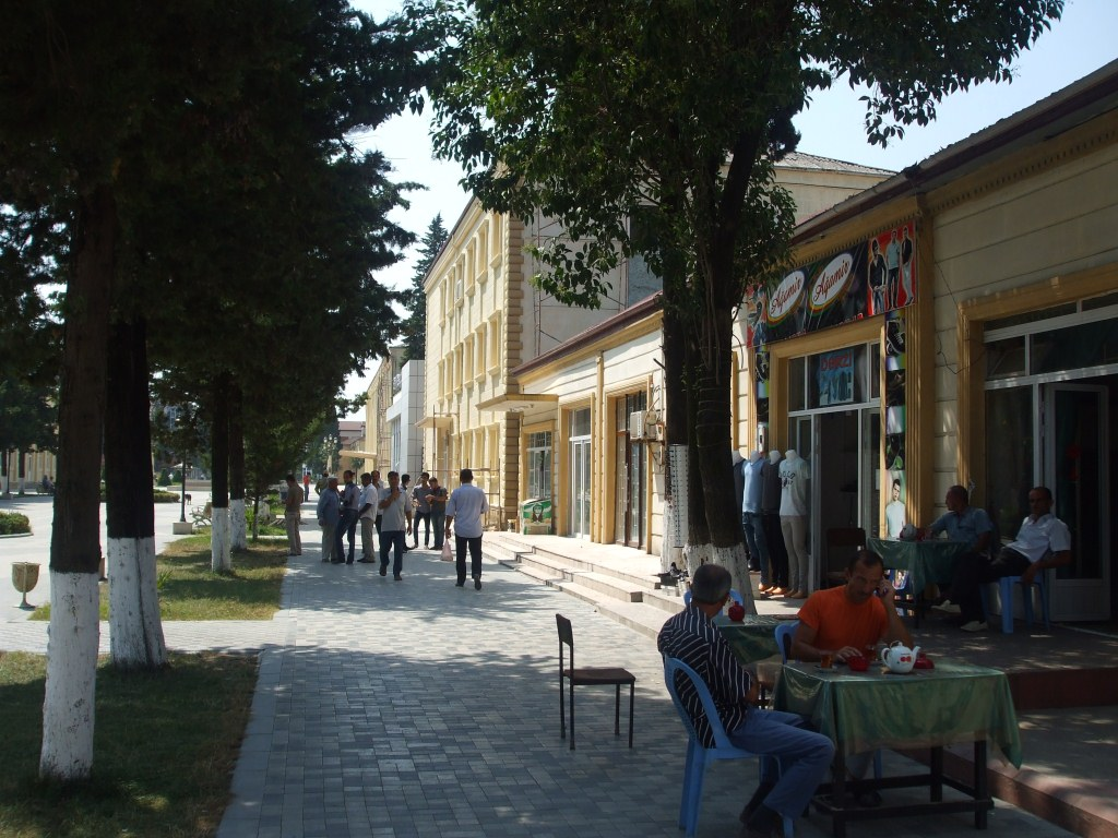 По улиците на Астара цареше ориенталско спокойствие