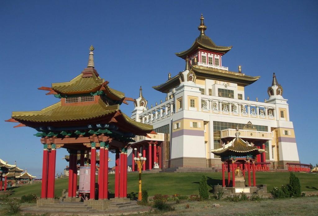 """""""Алтън Сюме"""" или """"Златната обител на Буда Шакамуни"""" е главният будистки храм в Елиста"""