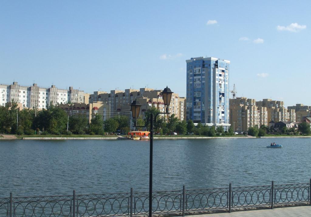 Жилищен квартал край един от ръкавите на река Волга